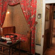 < Pasteur's house Arbois bedroom >